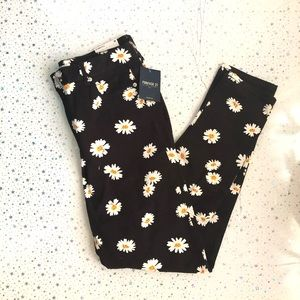 F21 High rise black daisy print skinny jeans
